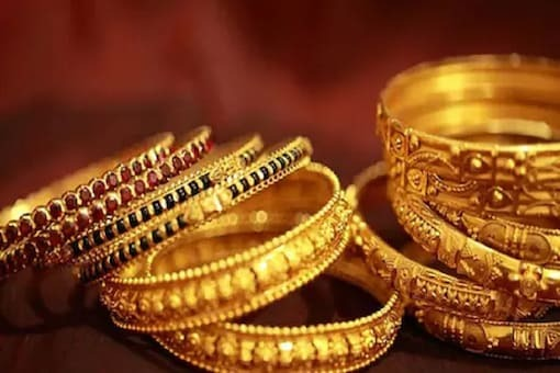Gold Price Today: Yellow Metal Drops for Third Straight Day. Should You Invest Now?